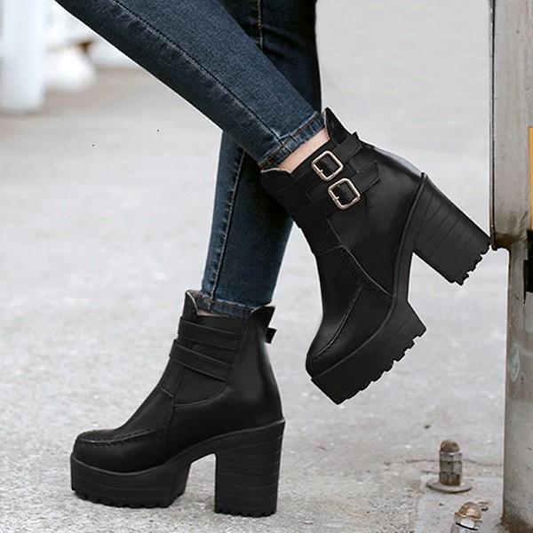 Hochhackige Stiefel für diese Saison sind ideal