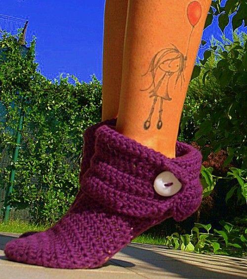 I want those sock slippers!!! Wonder if I can make them.....