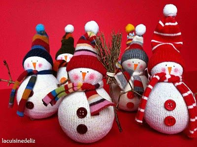 """Adorable snowmen made from socks, which I have about 10,000 mismatched ones. Open with Google Chrome and it will translate the page. LOVED that one of the items needed was a """"cheerleader"""". Figured out it was the pom pom on the hat. :)"""