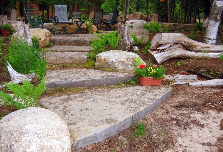 Escaliers en dalles constitu es de pierres naturelles un for Escalier en pierre naturelle