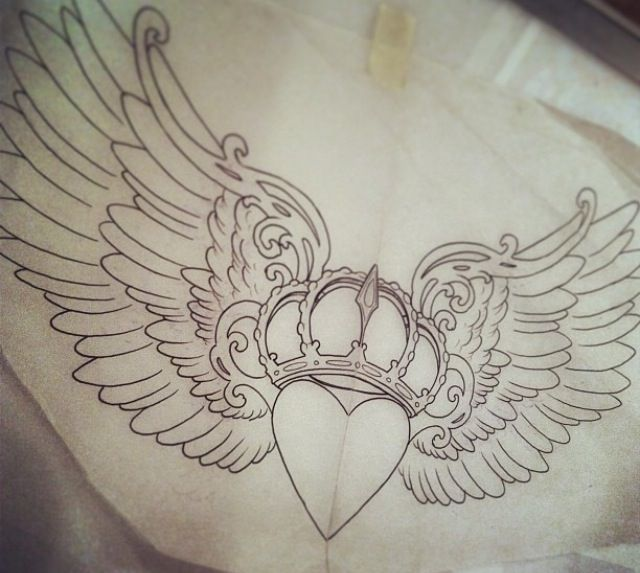 Claddagh tattoo design jd pinterest design tattoo designs and heart - Tattoo dekoltee ...