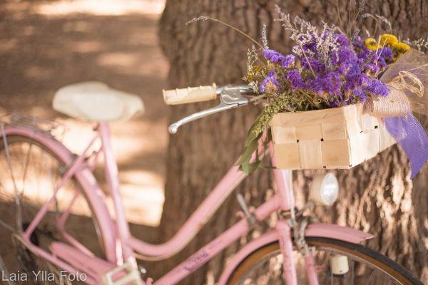 bicicleta-de-estilo-vintage-en-color-rosa-chicle-con-cesta-d-84586.jpg (600×400)