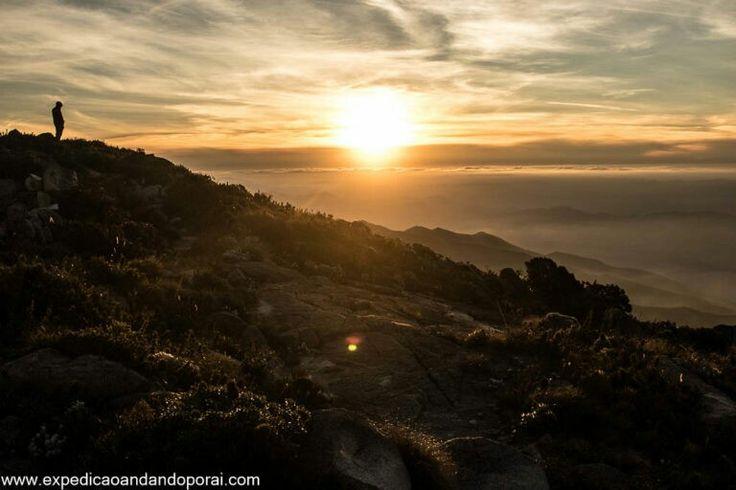 Pôr do sol no pico da Pedra da Mina na Serra da Mantiqueira SP / MG