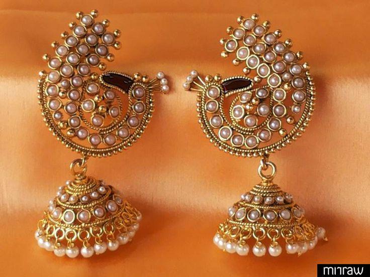 Beautiful peacock style pearl earrings.