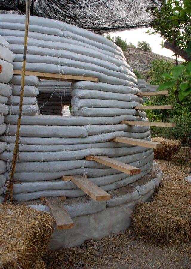 Earth bag house construction. Earthbag, Earthship, Super adobe.