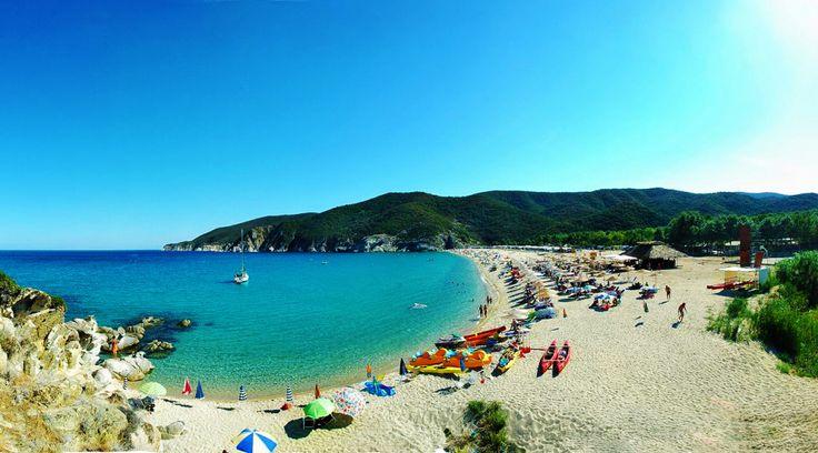 Sitonija, poznata kao drugi prst Halkidikija, obiluje prirodnim lepotama, prelepim peščanim plažama, borovim šumama i plantažama maslina. #greece #sithonia #sarti #punimplucima http://go2travelling.net/putovanja/go2-leto-2014/sarti-leto-2014