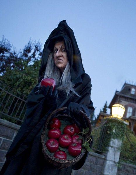 Si on est trop grand pour faire la quête aux bonbons le soir du 31 octobre, ce n'est pas pour autant qu'on doit rester cloîtré chez soi.  http://www.elle.fr/Loisirs/Sorties/News/5-idees-mortelles-pour-la-soiree-d-Halloween-2855600