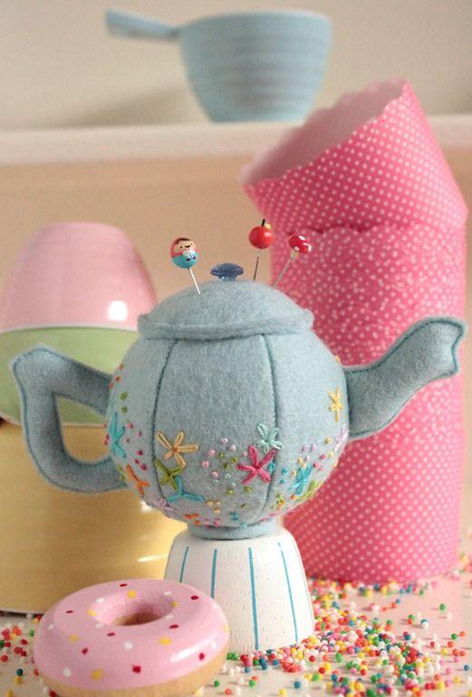 Teapot pincushion by Jodie Carleton of the Vintage Ric Rac craft blog.