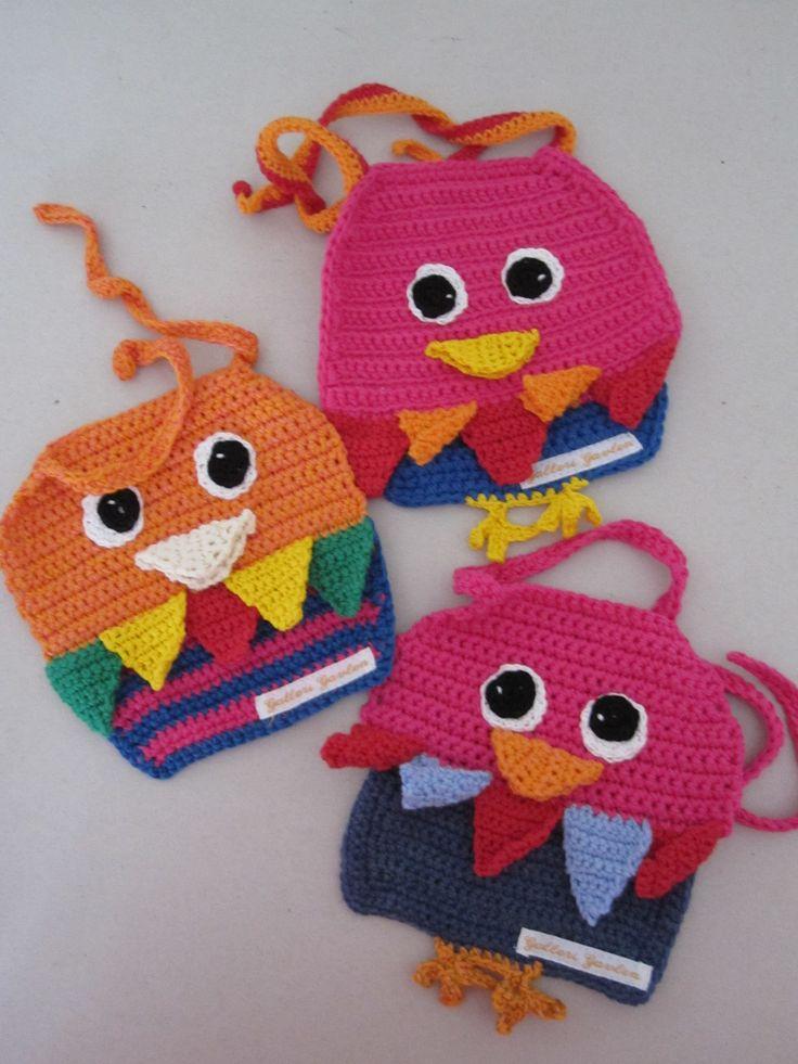 Papegøjesmæk til små snikke-snakke-børn.  Opskriften finder du hos Galleri Gavlen. Parrots for babyes.