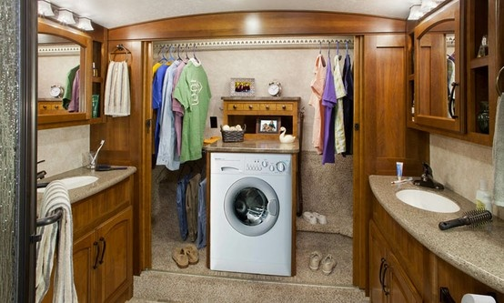 Amazing Bathroom Amp Closet With Washerdryer  Montana 3900FB