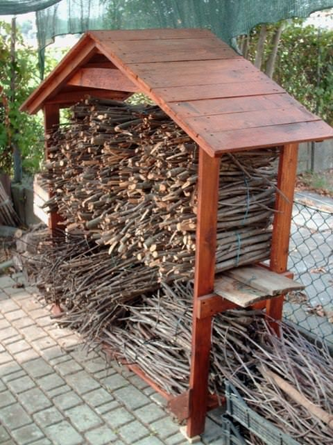 garden, recycled pallet, shed Shed for firewood made from repurposed wooden pallets, very useful for BBQ!