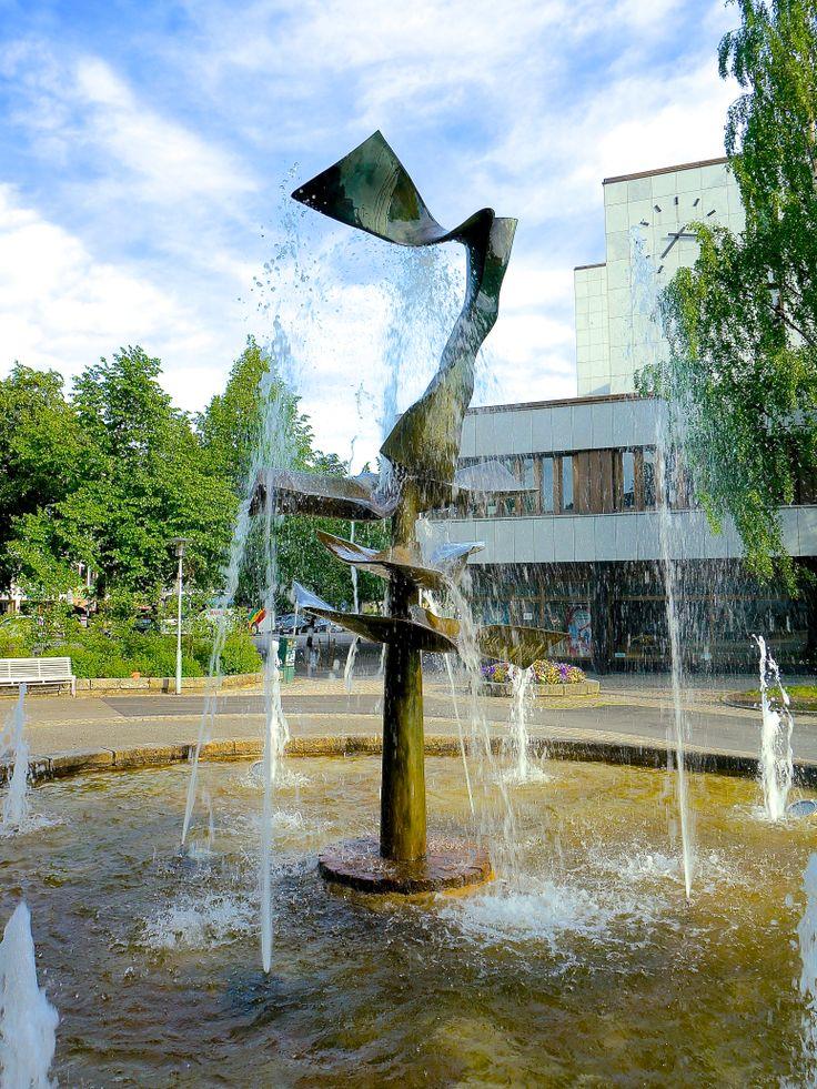 """Mjøsdronningen"" av Knut Steen (1924 - 2011) Rådhuset"