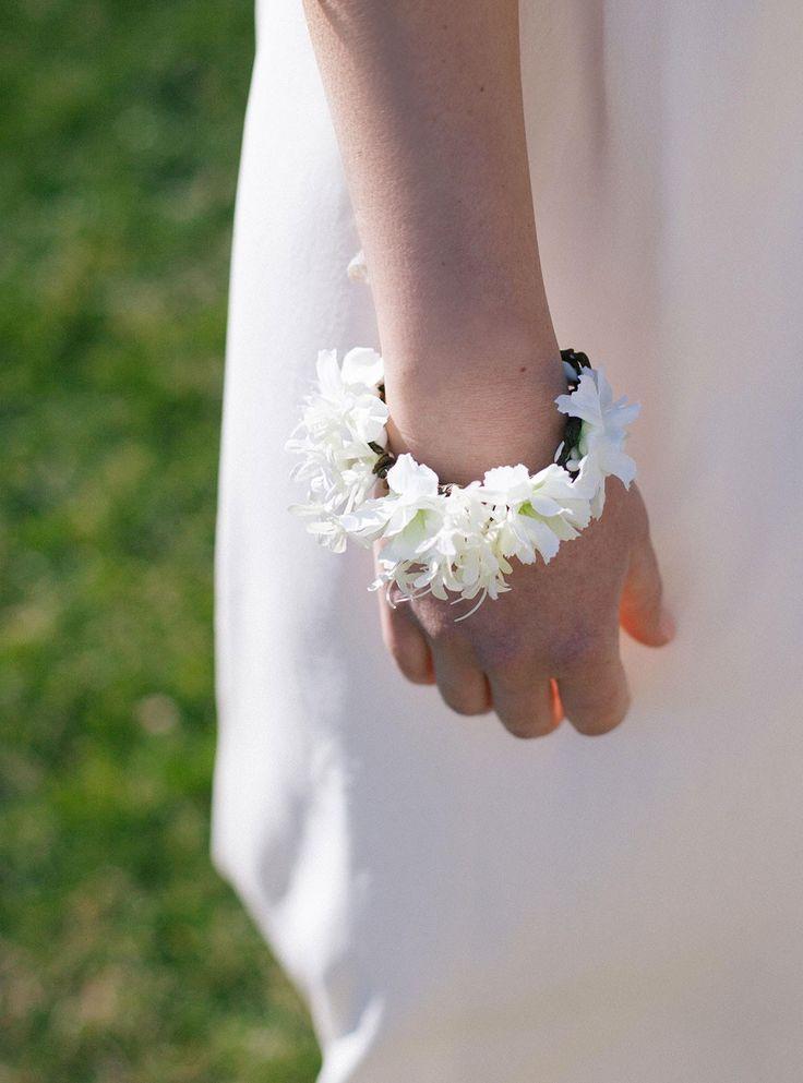 Bracelet Tania fleuri idéal pour mariée ou demoiselle d'honneur #englishgardencollection #wedding #mariage #flowers