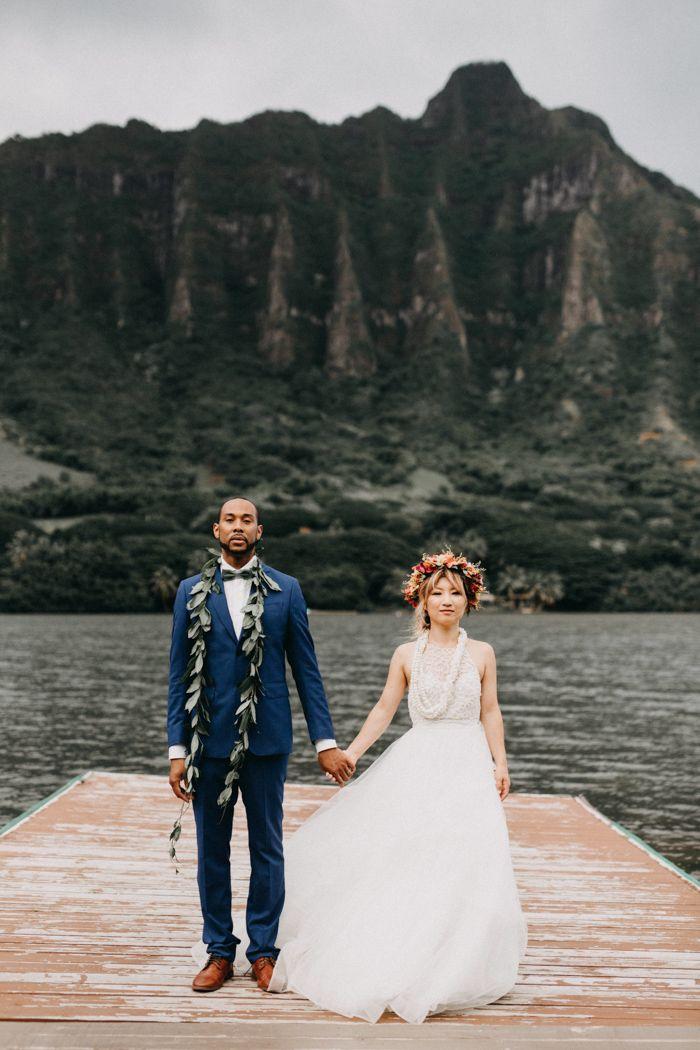 This Retro Hawaiian Wedding At Kualoa Ranch Was Full Of Aloha Spirit Junebug Weddings Hawaiian Wedding Oahu Wedding Kauai Wedding