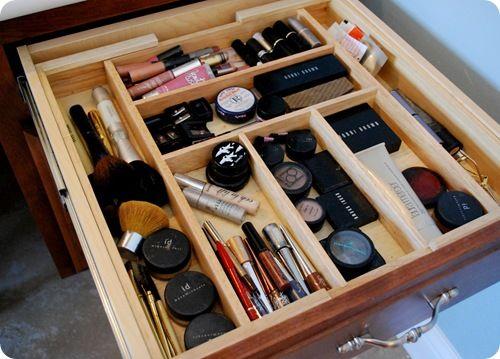 Utensil dividers to organize makeup.Makeup Organic, Organic Drawers, Drawers Dividers, Makeup Storage, Organic Makeup, Kitchens Drawers, Make Up Storage, Makeup Drawers, Drawers Organic