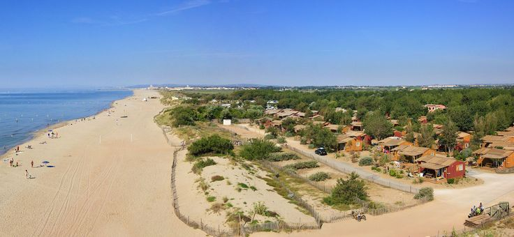 Yelloh ! Village offers you a wealth of comfortable rented accommodation in the Le Sérignan Plage holiday village: for 2 to 6 people, fully-equipped mobile homes, cottages or chalets, will welcome you for a relaxing stay in the midst of unspoilt nature.