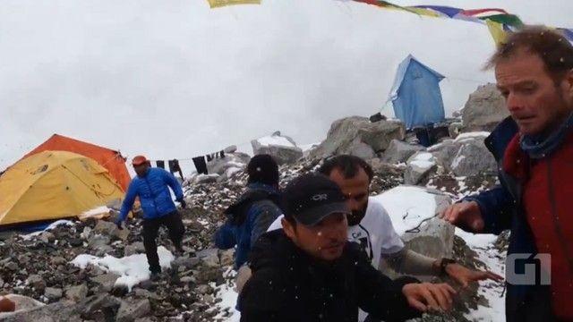 G1 - Vídeo mostra avalanche no monte Everest neste sábado - notícias em Mundo