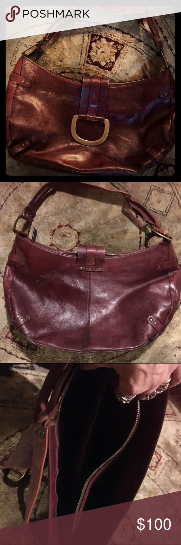 """LINEA  PELLE BROWN LEATHER LARGE HOBO STYLE BAG_ This is a large hobo style bag it's made up brown leather by the designer LINEA  PELLE .  It has a strap that holds over the top and Susan place with a magnet. There are three compartments on the inside and the middle one has a zipper! This is a large bag of that measures 21"""" wide , 11"""" high The strap drop of 12 inches!  You can fit everything but the kitchen sink in there. It's very spacious!  The craftsmanship and the material used to make…"""