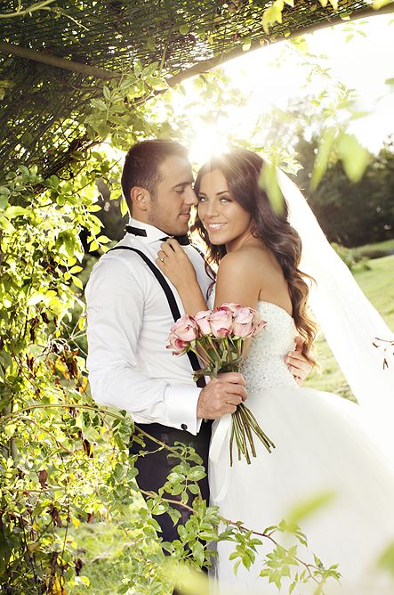 Wedding Photo. Bryllupsfoto fra parken ved Tomb Jordbruksskole i Råde.