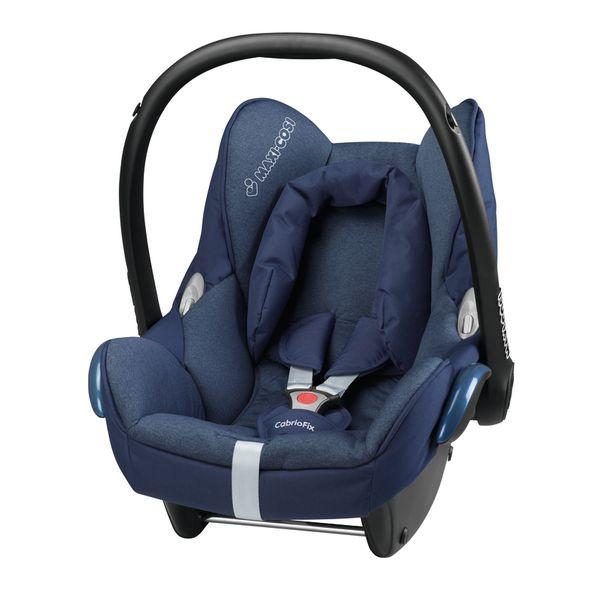 Maxi-Cosi CabrioFix autostoel | Dress Blue  In het lichtgewicht Maxi-Cosi CabrioFix autokinderstoeltje kunnen kinderen langer achterwaarts gericht meereizen. Dit is de veiligste manier voor jongere kinderen om te reizen. Het stoeltje is verstelbaar naar een unieke rechtopgerichte positie waardoor extra beenruimte ontstaat voor oudere baby's. Je kindje kan in dit stoeltje vanaf de geboorte tot een gewicht van 13 kg meereizen. De CabrioFix is daarnaast uitgerust met een verbeterd Side…