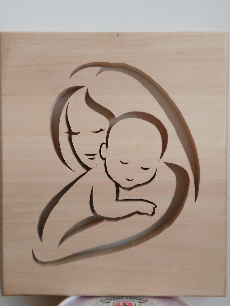 Maternità in legno di ciliegio. Auguri a mia nipote Paola per l'arrivo del piccolo Antonio.
