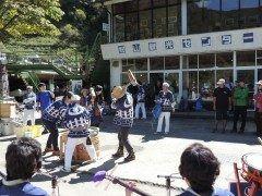もみじ祭りオープニングセレモニー 徳島県剣山 毎年恒例剣山のもみじ祭り今年も10月1日から31日まで開催なんですがそのオープニングセレモニーでは三味線餅つきをするそうです 登山前に餅つきを楽しんでゲットだ 先着順で材料がなくなり次第終わりだそうです tags[徳島県]