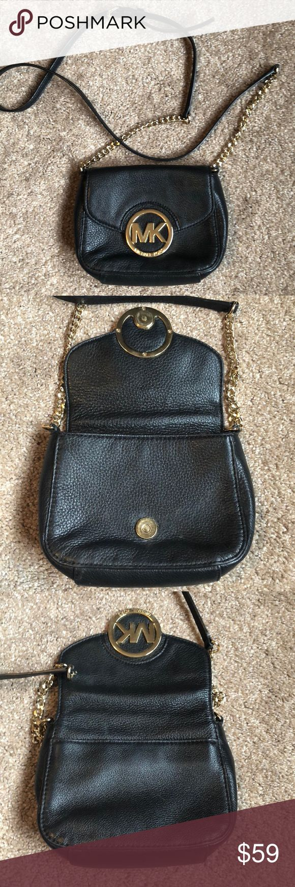 Micheal Kors Crossbody Great condition Michael Kors crossbody purse. Leather has been conditioned and kept in great shape. Michael Kors Bags Crossbody Bags