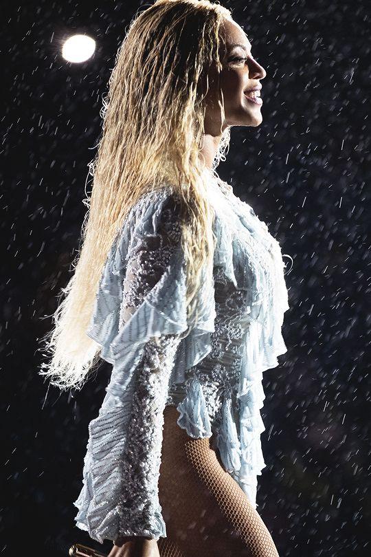 "girlsluvbeyonce: ""Formation World Tour in Philadelphia (Sep. 29) """