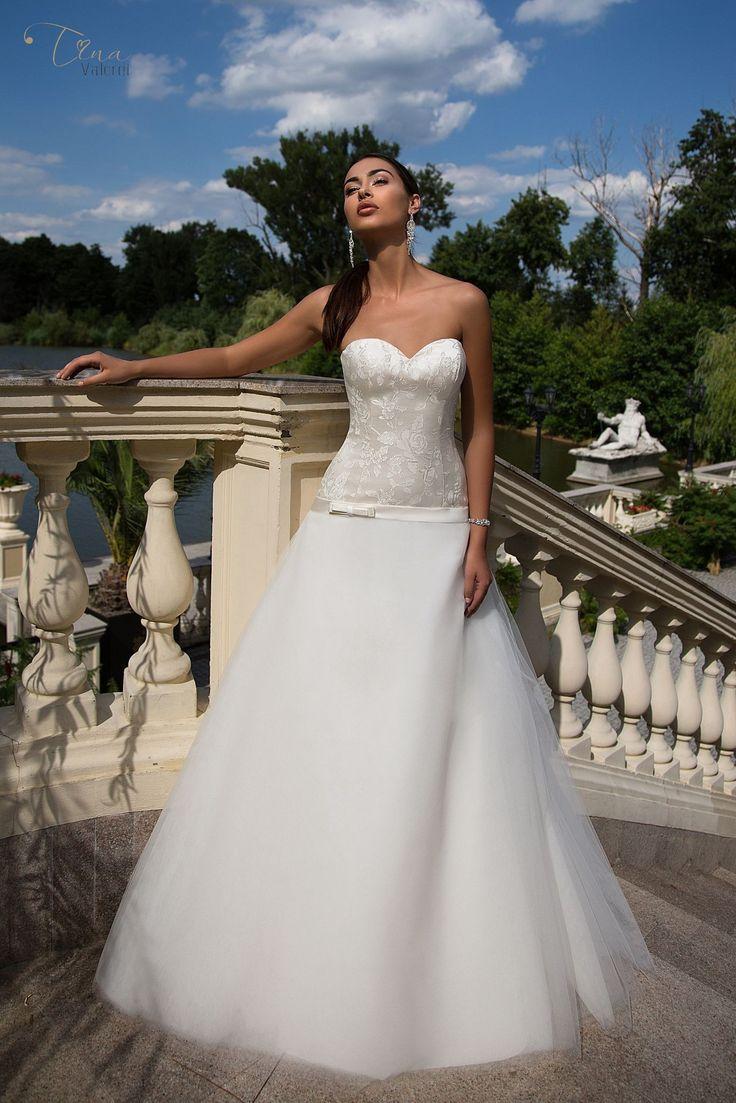 Krásne svadobné šaty so širokou sukňou bez ramienok na zips