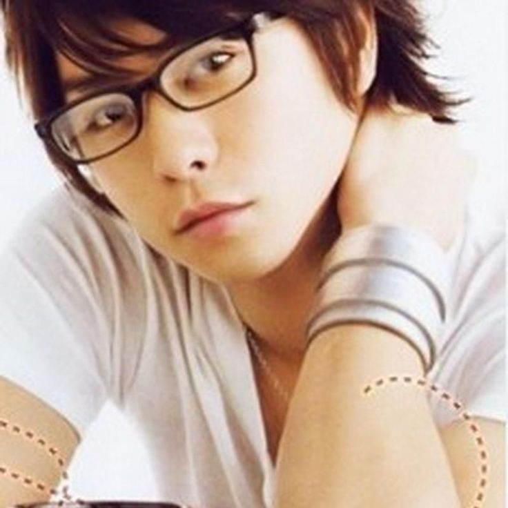 I love, love, LOVE Sho in dark rimmed glasses. <3