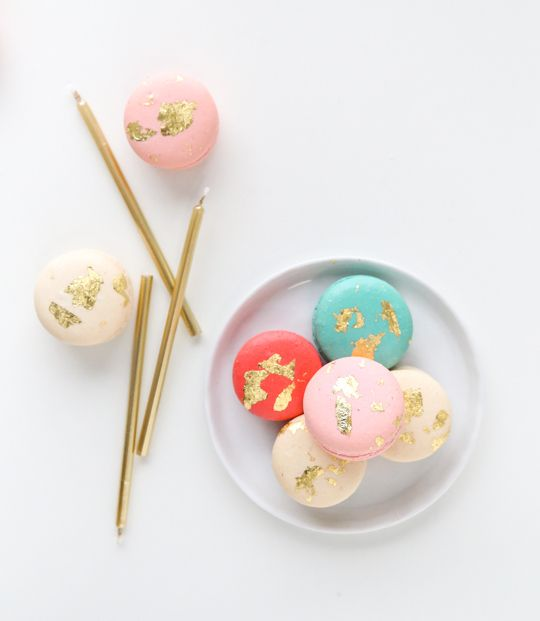 how to make edible gold macarons, mmmm, delicous - www.sugarandcloth ...