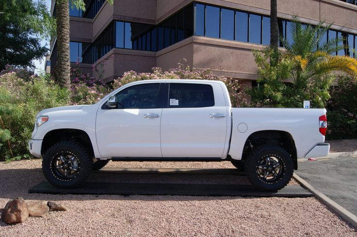2015 Toyota Tundra White Rough Country Suspension 4 5