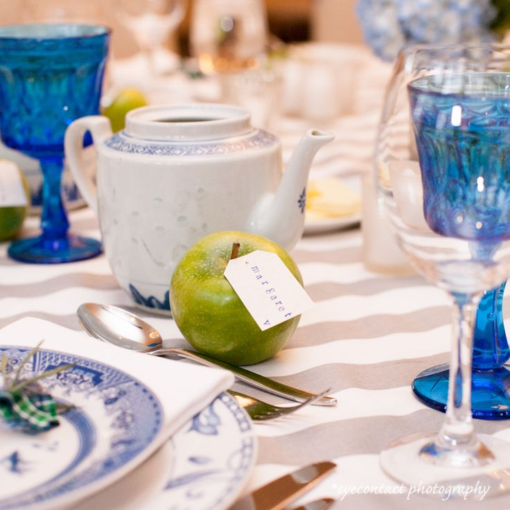 Modern Vintage table setting. photo www.eyecontact.ca