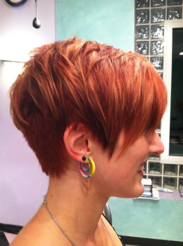 Here are more latest popular short haircuts for women this year, check it out now.