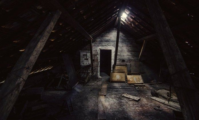 Turn off the lights and prepare to be scared by these 7 terrifying and unsettling true ghost stories. From a little girl in a yellow dress that only appears at night to a policeman who encounters a strange and unexplainable case that's decades old. And just who is the little boy with no eyes that haunts a terrified family? Settle in for some creepy tales of paranormal encounters.