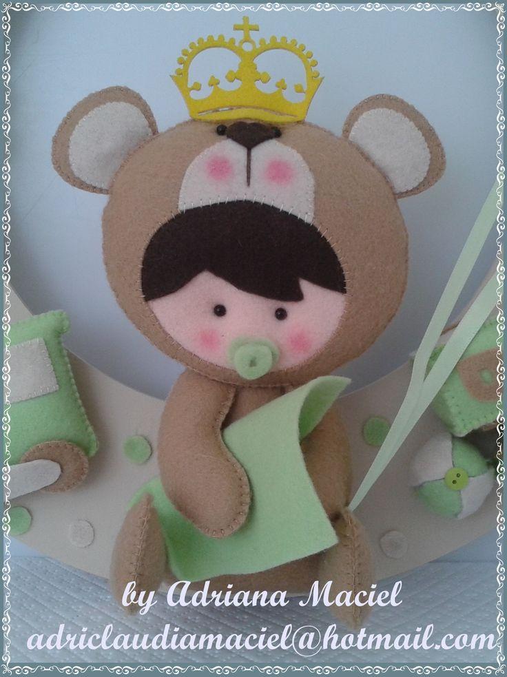 Urso Baby Safári em Feltro Para: presentes artesanais, decoração de quartos e festas infantis ou animação de festas de crianças. Dúvidas: www.facebook.com/byadrianamaciel http://www.elo7.com.br/baby-safari-urso/dp/50BC02