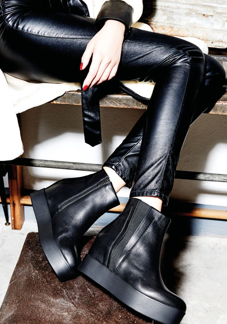 Albano's black shoes for this winter! Discover all collection on www.albano.it