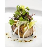 Receta de Terrina de pies de cerdo con pasas y piñones, ensalada de manzana y apio - Gallina Blanca