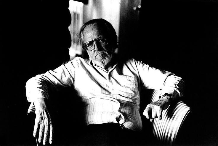 """José Donoso y """"El obsceno pájaro de la noche"""". Escritor chileno, afincado en España, es menos conocido de lo que debería."""
