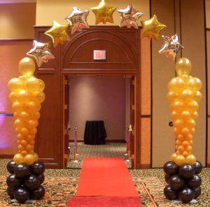 Globos con forma de Oscares para fiesta temática de Hollywood para quinceañeras. #FiestaDe15