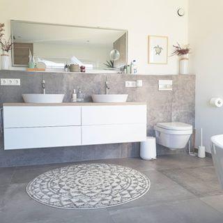 Unser Badezimmer ? Eigens geplant und umgesetzt und sehr stolz drauf! Heute liebe ich die Vorwand mit integrierter Beleuchtung hinter der…