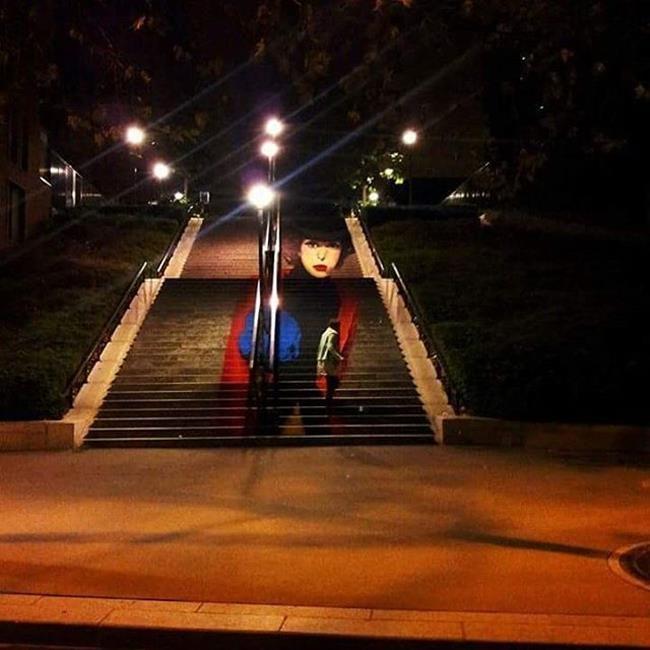 """Sokak Sanatçısı Aşık Çift Merdivenleri Sanatıyla Süslüyor: """"Zag & Zia"""" Sanatlı Bi Blog 24"""