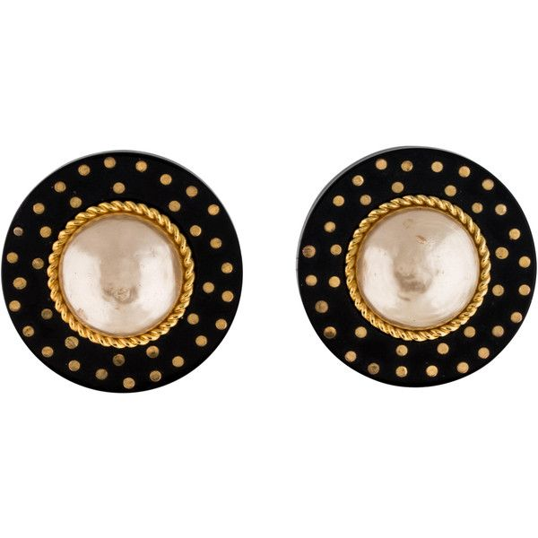 Pre-owned Chanel Large Pearl Clip On Earrings ($395) ❤ liked on Polyvore featuring jewelry, earrings, pearl jewellery, polka dot earrings, chanel, pearl clip earrings and dot earrings