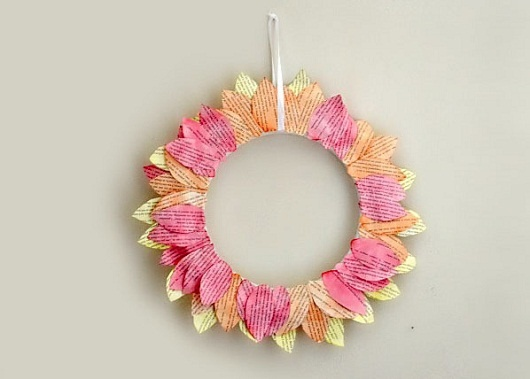 Guirlandas Diferentes e Ecológicas/Different garlands and EcologicalWreaths Tutorials, Diy Home Decor, Vintage Paper, Paper Wreaths, Diy Crafts, Diy Book, Book Pages, Paper Leaves, Autumn Wreaths