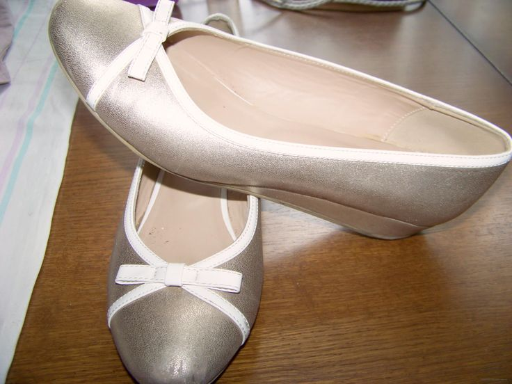Золотые с белой окантовкой женские туфли-лодочки RONZO