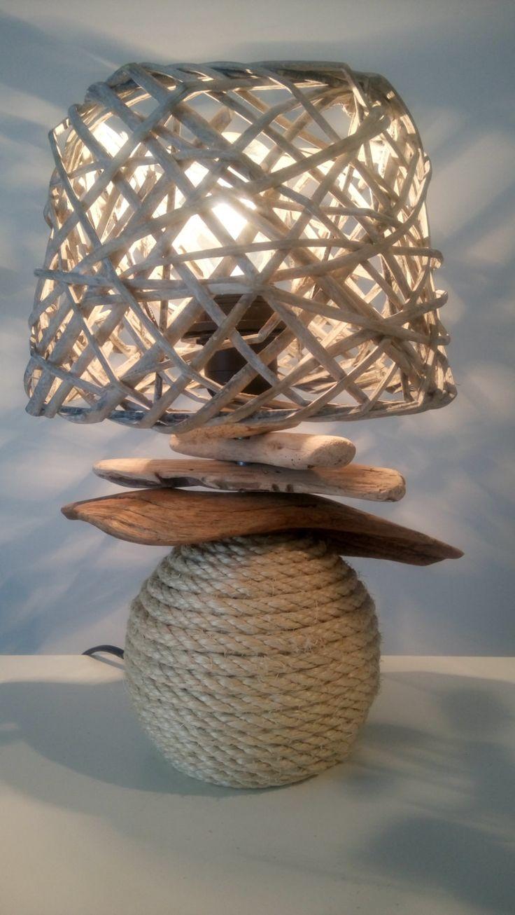 Lampe en bois flotté et corde de la boutique LATOMAREDESIGN sur Etsy