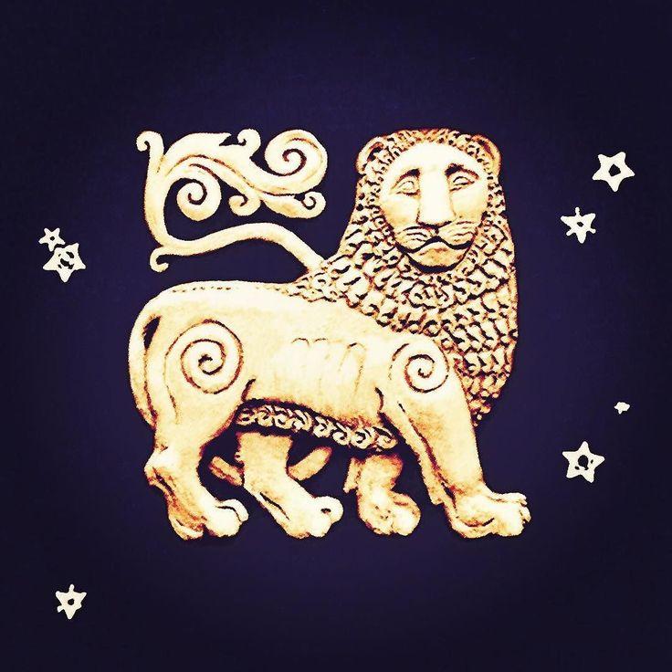 """Queridos amigos! Feliz Nouruz el año nuevo del calendario zorostriano que se celebra en Irán desde hace más de 2500 años coincidiendo con el equinoccio de primavera el día 21 de marzo.  La palabra """"Nouruz"""" proviene de la lengua avéstica nava=nuevo  rəzaŋh=luz del día; con el significado de """"nuevo día"""" o """"nueva luz"""". Feliz nueva luz! Happy Nowruz! Is the Persian New Year.  It has been celebrated for over 3000 years in Western Asia Central Asia the Caucasus the Black Sea Basin and the Balkans…"""