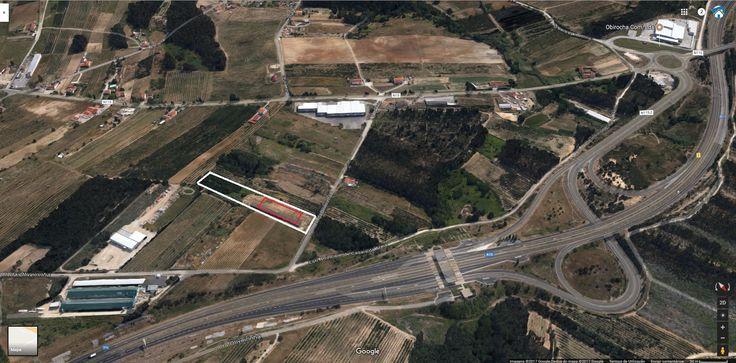 Terreno com 10.000 m2  - Caldas da Rainha Terreno constituído por 2 artigos.  Este terreno tem um projecto para armazém de 2.000 m2 que de acordo com o Plano Diretor Municipal o armazém poderá ter a finalidade de serviços agrícolas ou florestais.  A: - 500 m do acesso à autoestrada A15 - 800 m da zona industrial de Óbidos - 4 kms da cidade de Caldas da Rainha  Bons acessos.