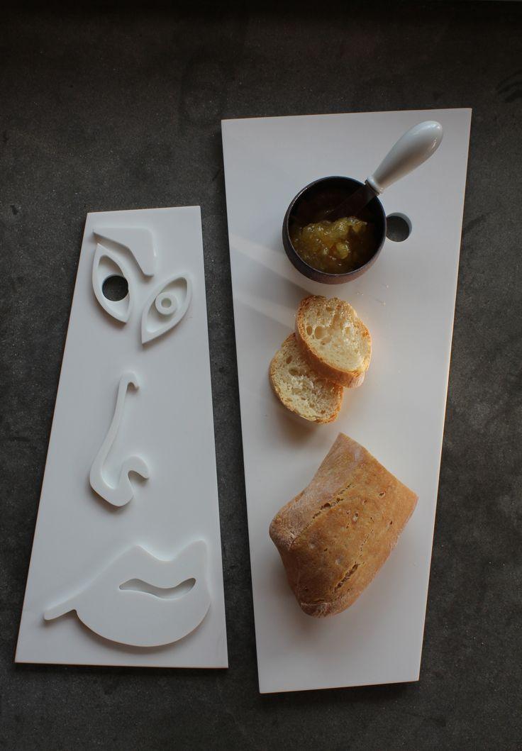Coppia di taglieri decorativi d'ispirazione cubista, ideali per servire a tavola piccoli pasti. www.futility.it