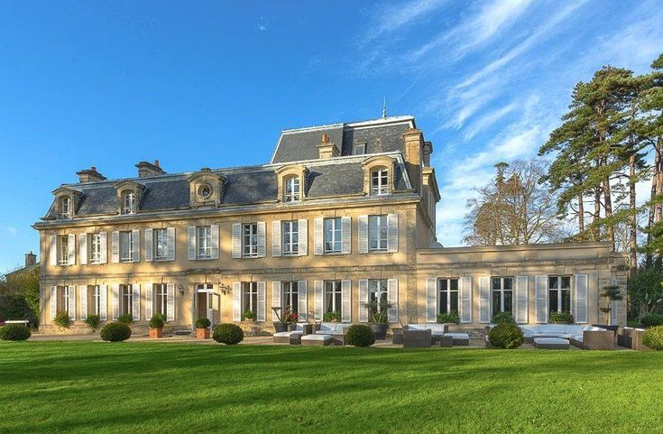 11 Unique And Beautiful Chateaus To Stay At In France (8)